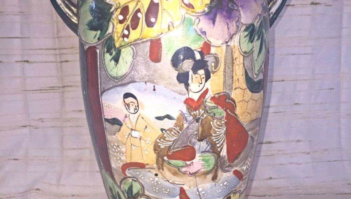 Oriental hand painted table lamp pauls place online oriental hand painted table lamp back front geotapseo Gallery