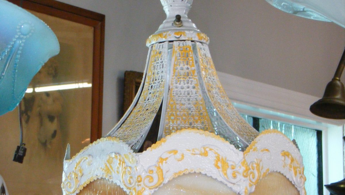 White Pressed Mesh Metal Chandelier