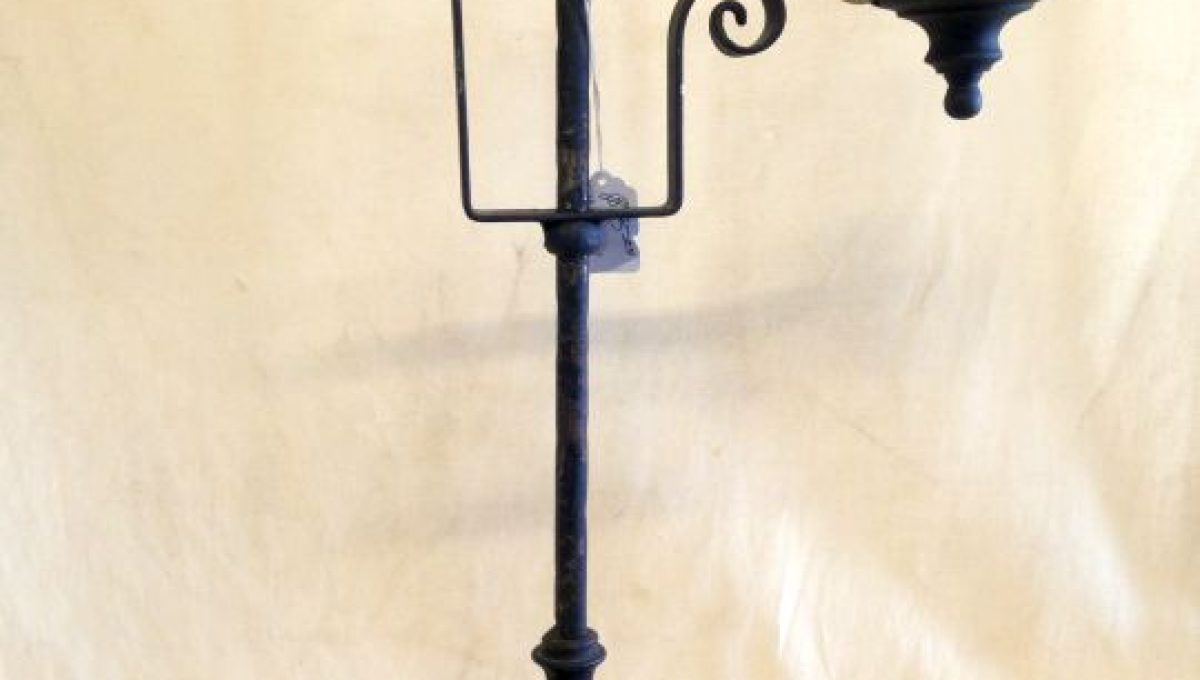 Colonial Style Scroll Lamp