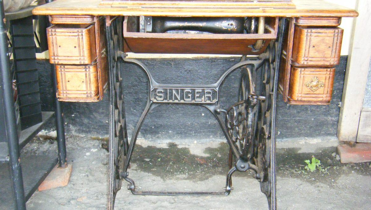 Singer Sewing Machine & Cabinet